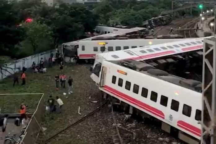Breaking: 17 Dead, 126 Injured As Train Overturns 1