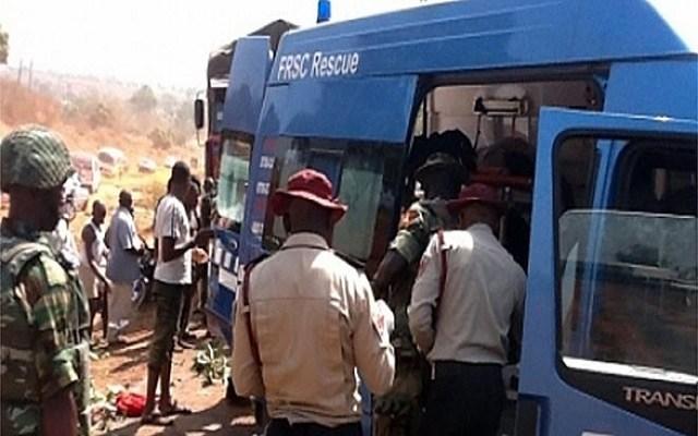 Just In: 4 Dead, 3 Injured In Lagos-Ibadan Expressway Auto Crash 1