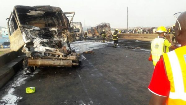 Just In: 4 Dead, 3 Injured In Lagos-Ibadan Expressway Auto Crash 2