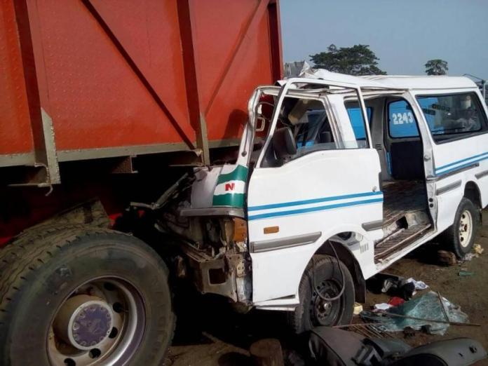 Just In: 4 Dead, 3 Injured In Lagos-Ibadan Expressway Auto Crash 4