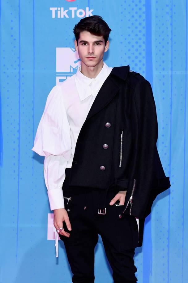 2018 MTV EMAs: The Best Dressed Celebrities On The Red Carpet 10
