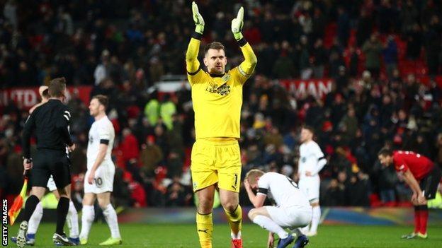 Manchester United 2 Burnley 2: Lindelof Rescues A Point For Solskjaer As Winning Run En 2