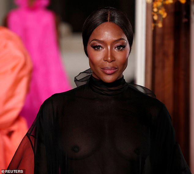 Hawt! Naomi Campbell Goes Braless, Flashes Nipples At The Valentino PFW Show 2