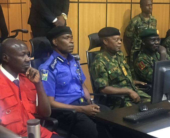 2019 Elections: Chief Of Naval Staff, Police IG, EFCC Chairman Visit Nigerian Army's Situation Room 3