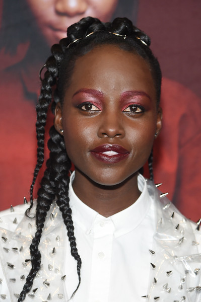 Celebrity Beauty Of The Day: Lupita Nyong'o Is Super Bold In Long Braids And Red Eyelids 3