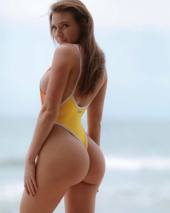 Meet Daisy Keech, The Model Whose Bum Has Started A Trending Controversy On IG 6