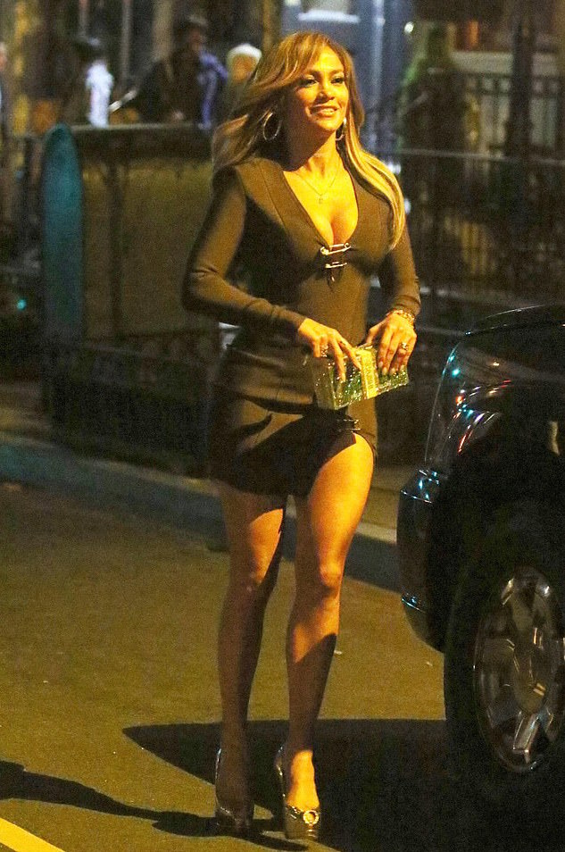 Hot Mama! Jennifer Lopez Flaunts Her Perky Cleavage And Toned Framed In Bodycon Dress 3