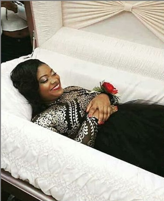 Unbelievable! Lady Goes Viral After Sharing Her Pre-burial Photos 1