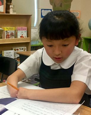 10-year-old Girl Born Without Hands Wins National Handwriting Competition 1