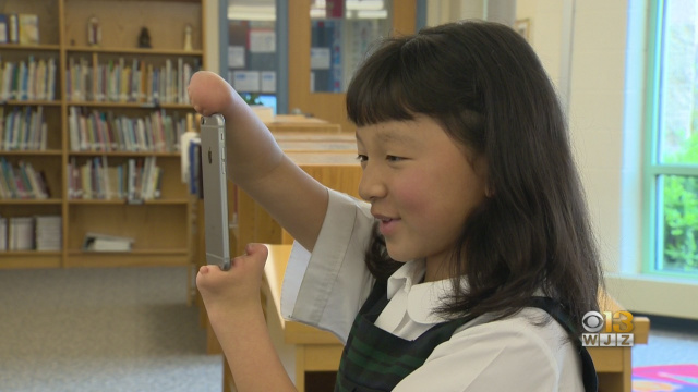 10-year-old Girl Born Without Hands Wins National Handwriting Competition 2