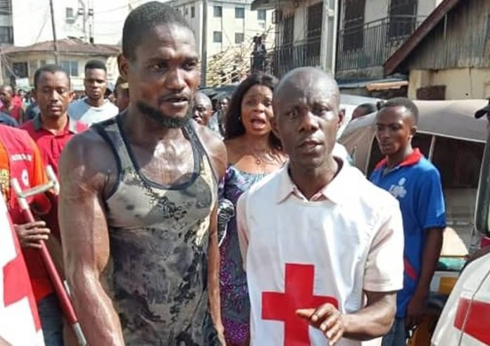 Just In: 6 Dead, Many Injured As 4-Storey Building Collapse In Onitsha 2