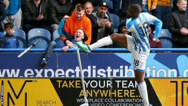 Huddersfield 1 Manchester United 1: Red Devils Miss Out On Top Four After Draw Against The Terriers 3
