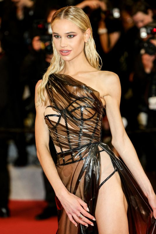 Not Again! Model Meredith Mickelson Bares All As She Suffers Another Wardrobe Malfunction At Cannes 2019 2