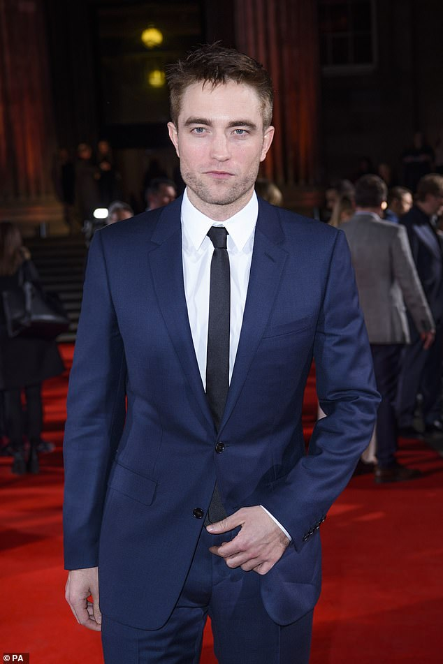 "Robert Pattinson Replaces Ben Affleck As Caped Crusader ""Batman"" 2"