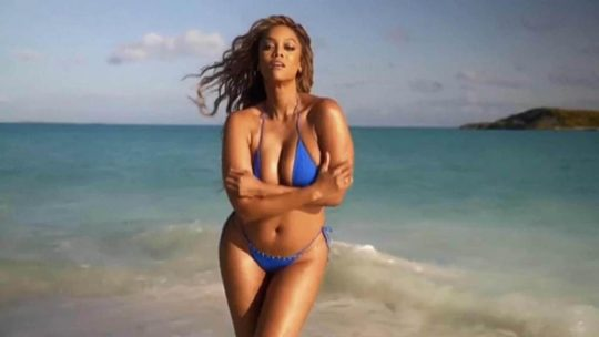 Smouldering! Tyra Banks, 45, Sizzles For Sports Illustrated Swimsuit Cover 4