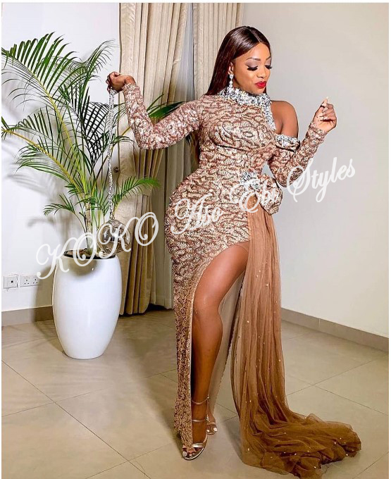 Slit Slay! Stun Gorgeously In These Five Aso-ebi Designs With Awesome Slits 5
