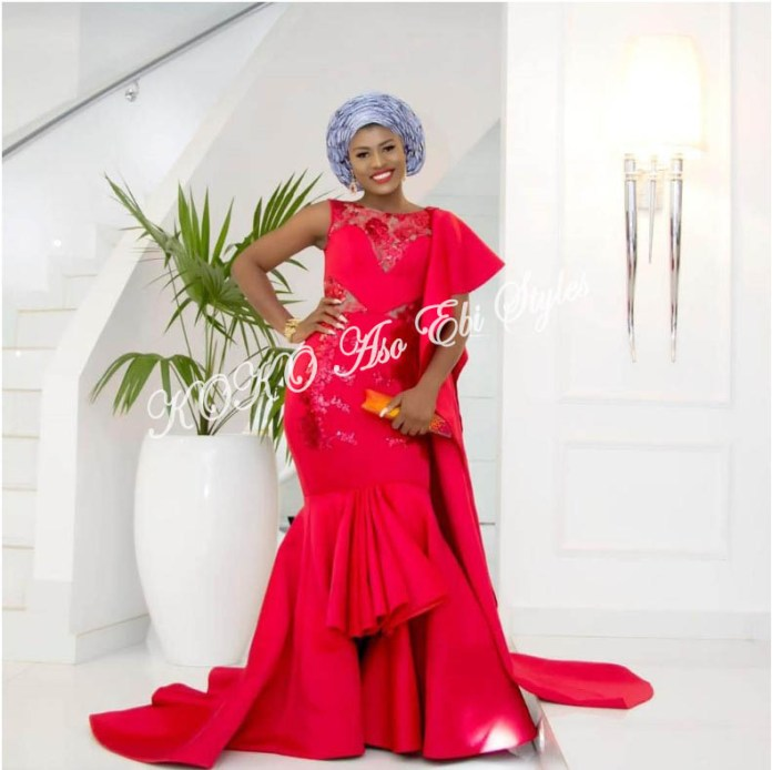 It's All About The Drapes! Five Super Stylish Aso-ebi Styles With Fantastic Drapes 2