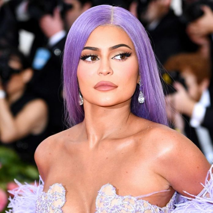 Best Hair And Make Up: 15 Amazing Beauty Looks From The 2019 Met Gala 12