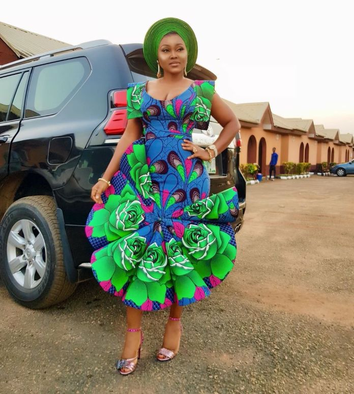 What She Ordered Vs What She Got- See What A Nigerian Tailor Trying To Recreate Mercy Aigbe's Ankara Style Made 1