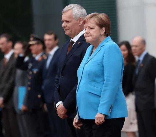 Angel Merkel shaking koko tv ng - German leaders celebrate 29 years of unity with events in Kiel