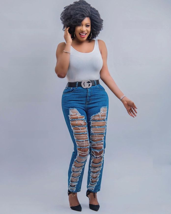 Chika Ike Rocks Afro With Ripped Jeans In New Snaps