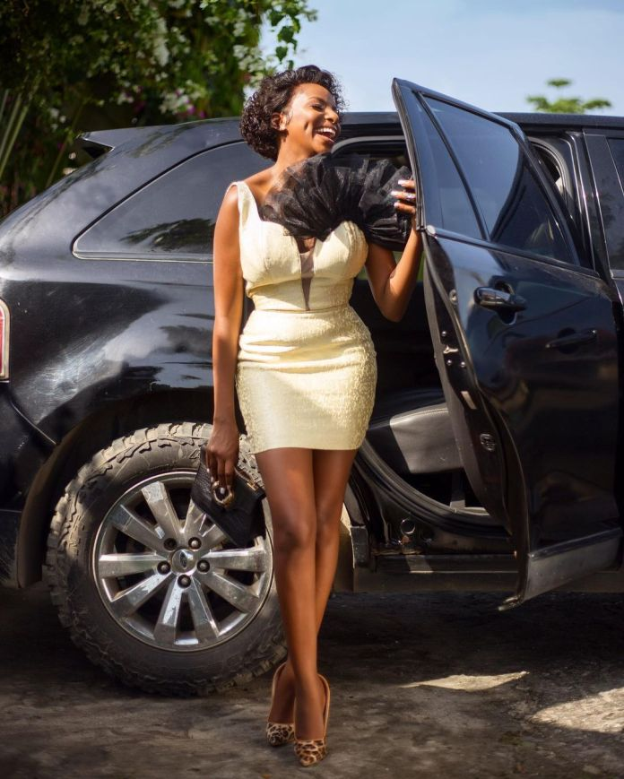 Wathoni Anyansi Gives Us A Nice View Of Her Sexy Derriere