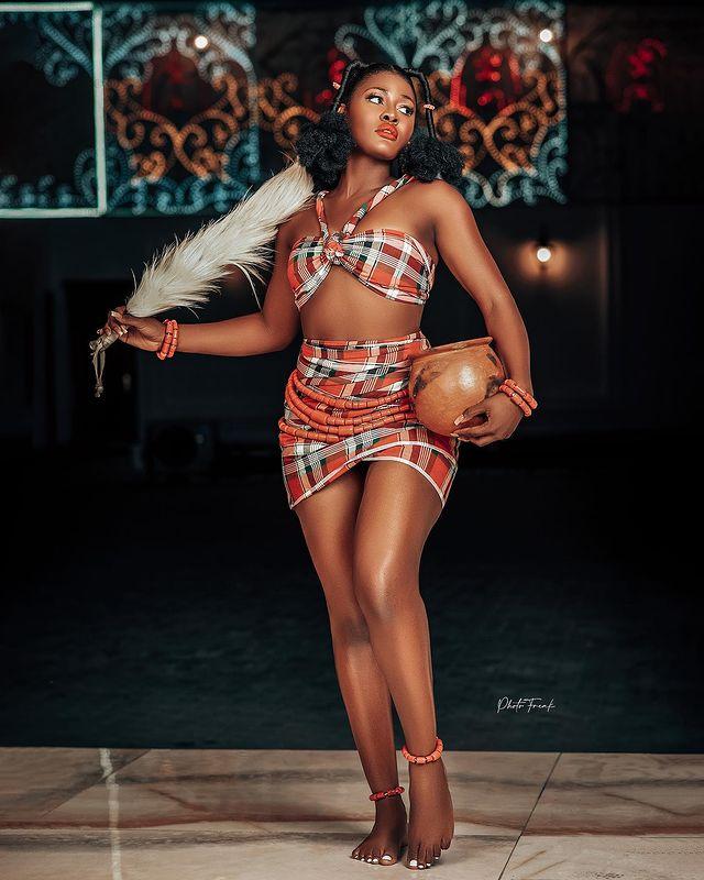 Alex Asogwa aka Alex Unusual KOKO TV NG 1 BBNaija Star Alex Unusual Flaunts Her Ripped Midriff In S3xy New Post