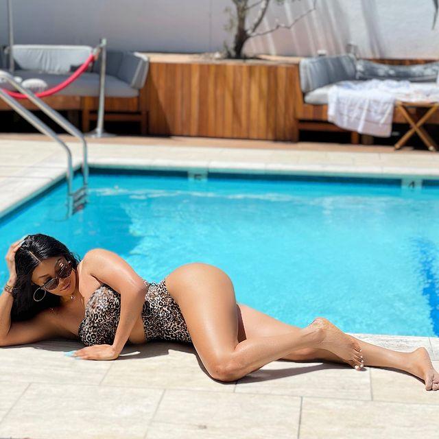 Toke Makinwa Is Smokin' Hot In Swimwear Photos