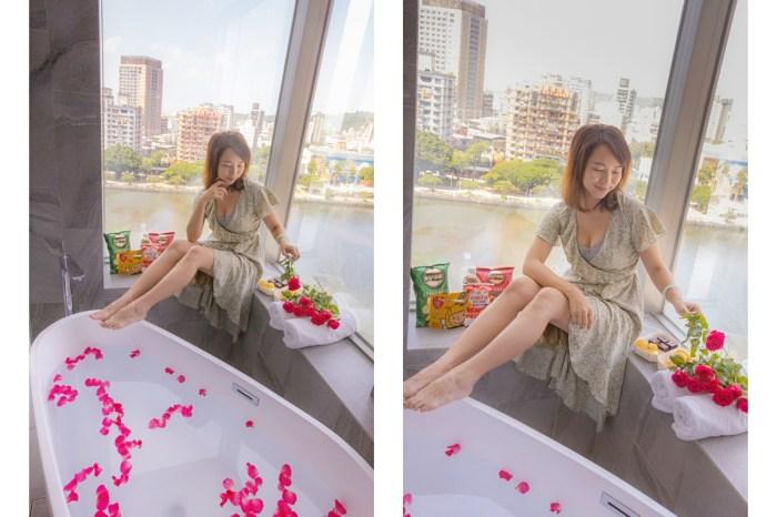 高雄住宿 270度超美愛河風景,日景夜景一次擁有!「河景客房」蛋形浴缸配上無敵視野,最搶手。
