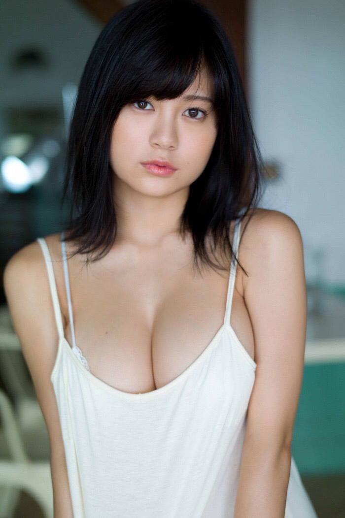 【画像】タヌキ顔爆乳女の魅力