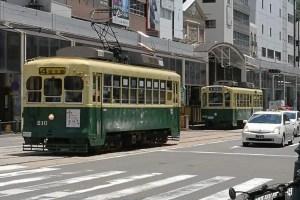 二台の路面電車