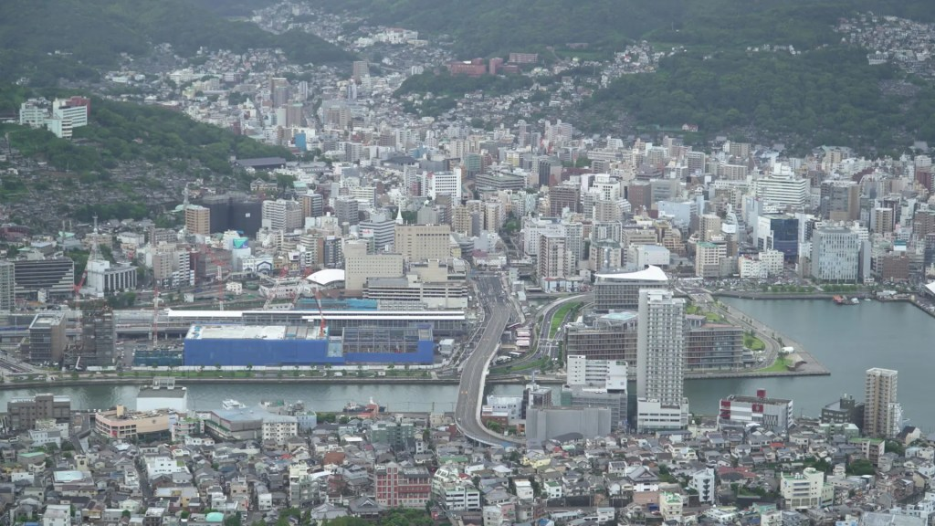 稲佐山から長崎駅を見る