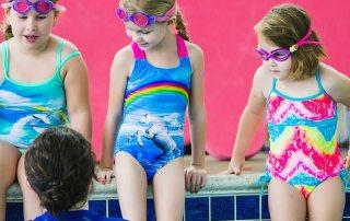 kleine Schwimmgruppen