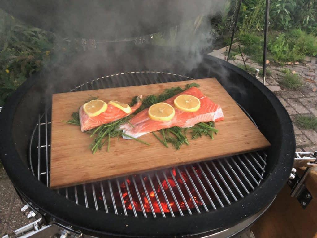 Zelf Barbecue Maken : Zelf huis gerookte zalm op je kamado of bbq maken koksland
