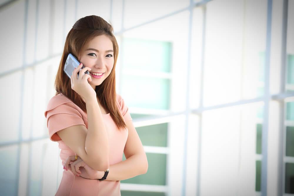 日本のオフィスで働く中国人女性