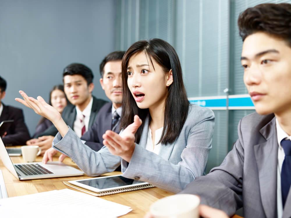 絶対に謝らない中国人と、最初の段階で大激論をする女性