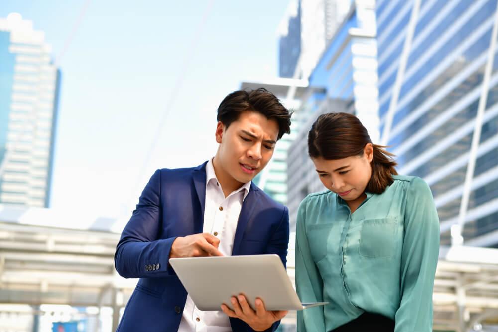 中国人女性を公衆の面前で叱責する日本人男性