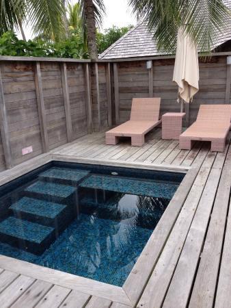 Kolam renang rumahan minimalis