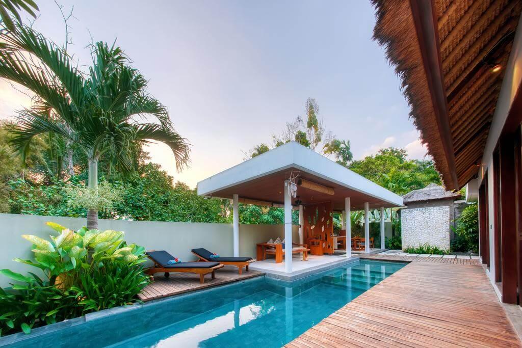 Desain kolam renang minimalis belakang rumah