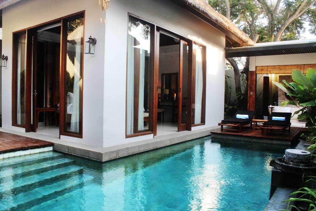 Kolam renang dalam rumah minimalis