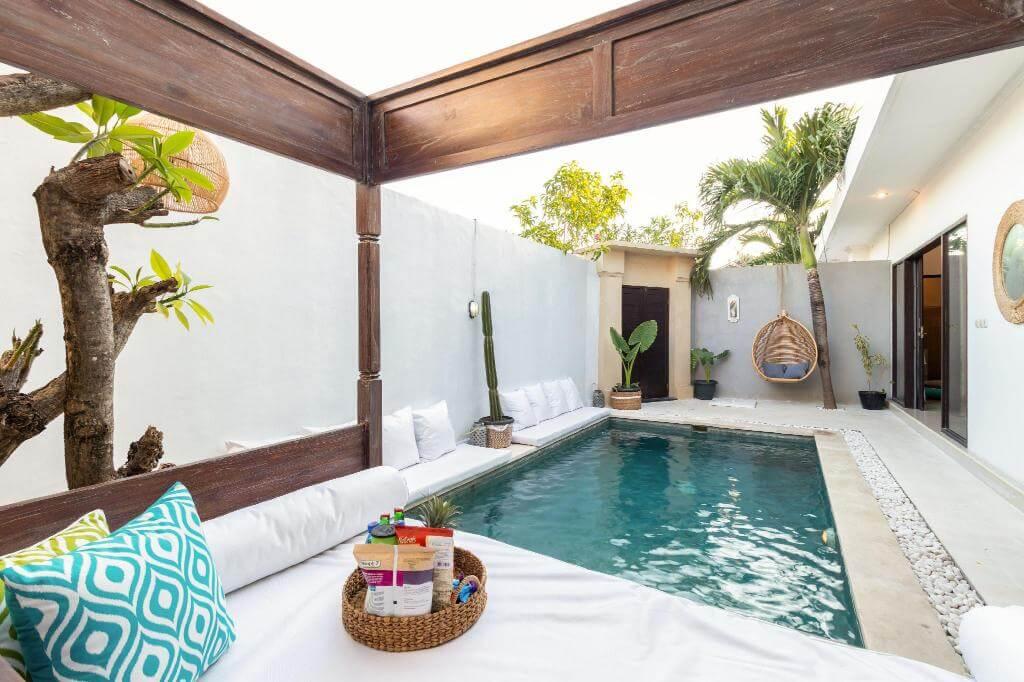 Bentuk kolam renang minimalis