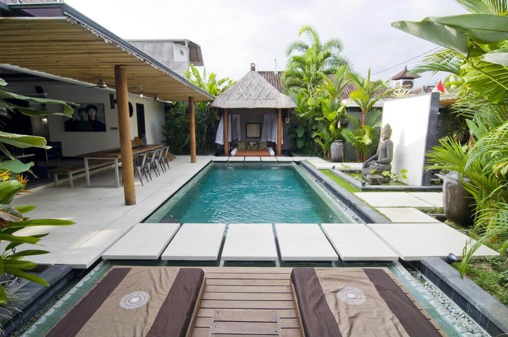 Foto kolam renang minimalis