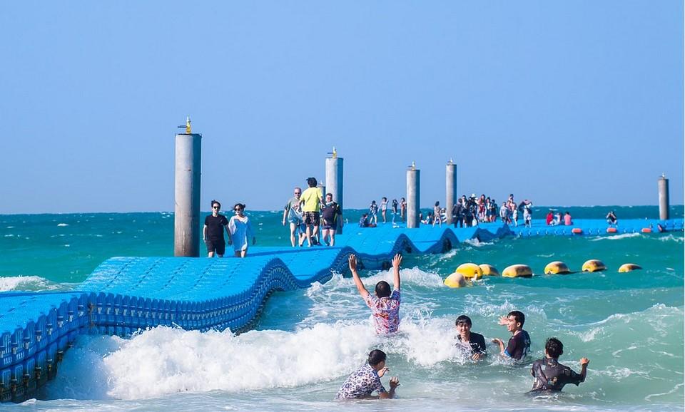 Desain Kolam Renang Konsep Pantai