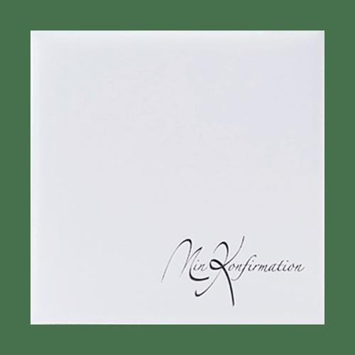 """Fint konfirmationsalbum i hvidt kunstlæder med teksten """"Min Konfirmation"""" påtrykt med sølvtryk   Koldsø Fotografi Webshop"""