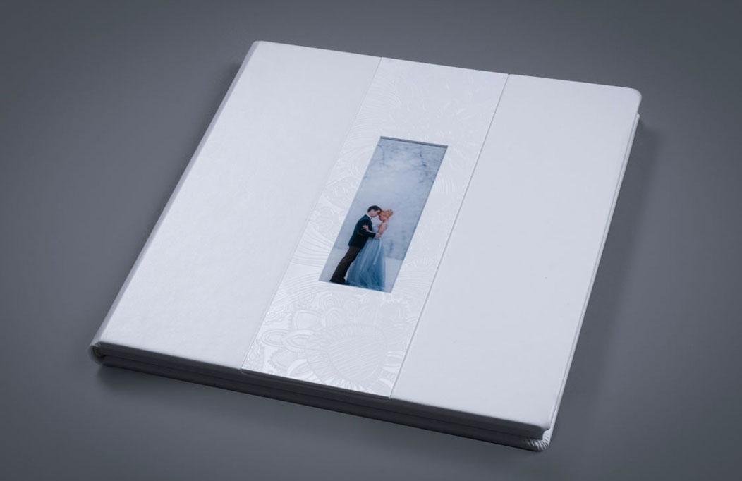 White Lady med akryl bryllupsalbum | Koldsø Fotografi