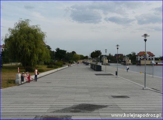 Elbląg - bulwar nad Kanałem Ostródzko-Elbląskim
