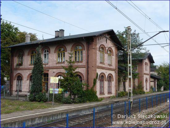 Dąbrowa Górnicza Ząbkowice - budynek koło dworca