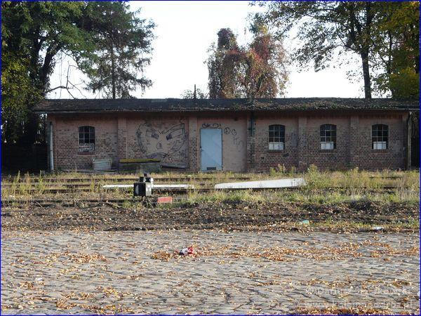 Głogówek - opuszczone zabudowania przy stacji kolejowej