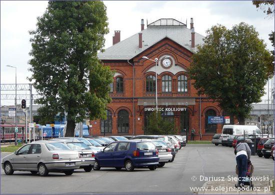 Kluczbork - dworzec kolejowy od strony parkingu