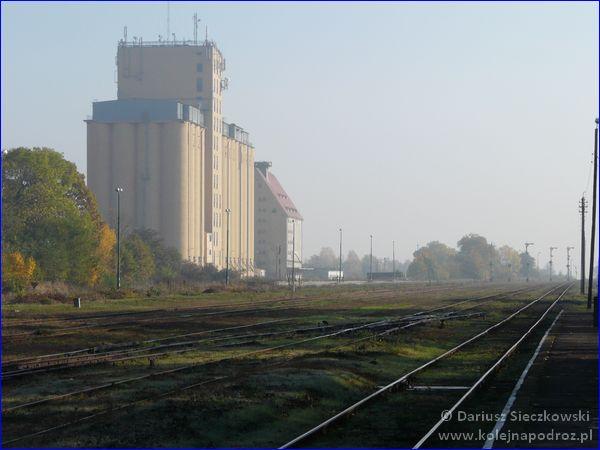 Prudnik - dworzec kolejowy - widok na puste tory